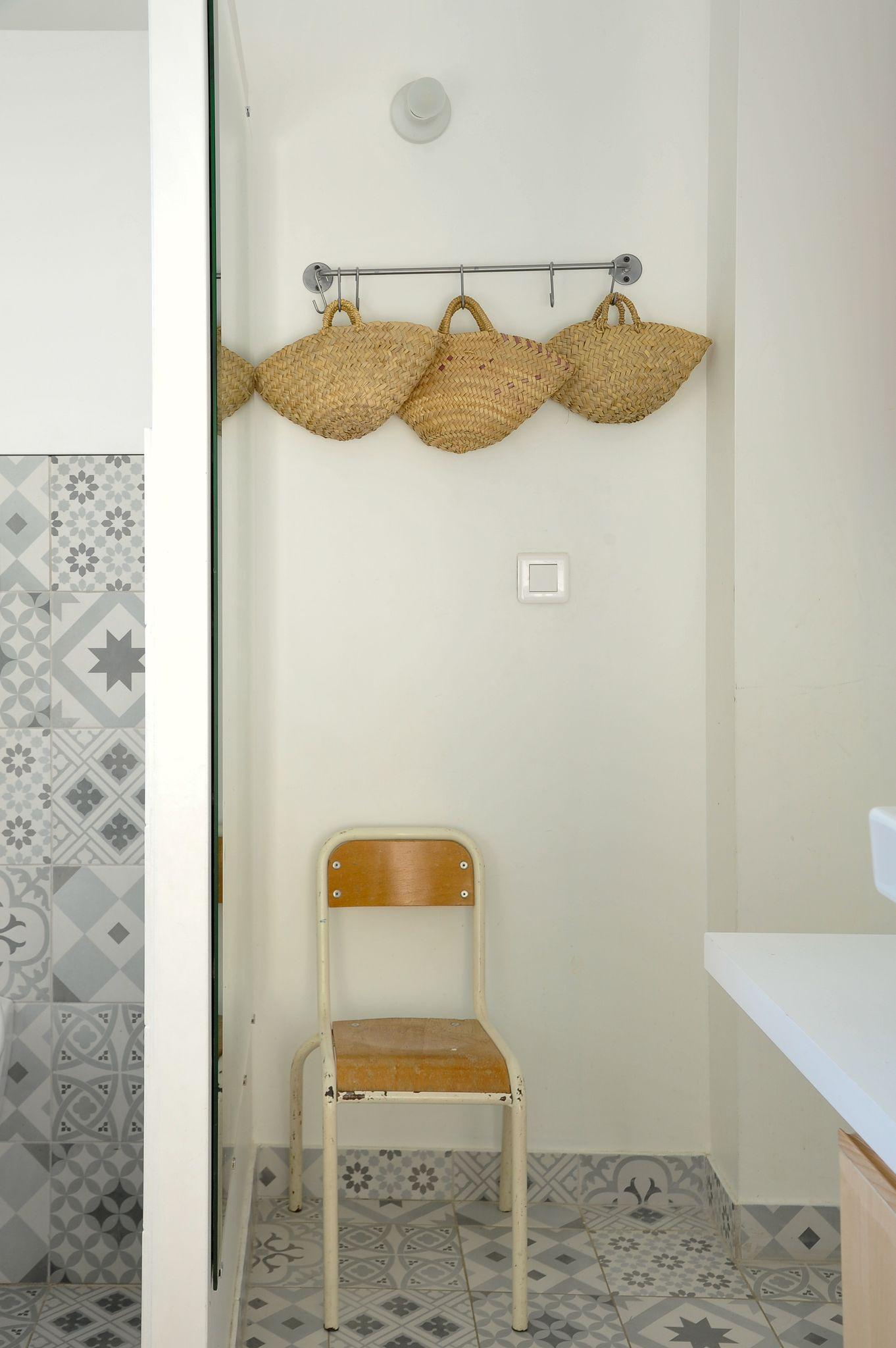 Avant apr s la r novation d 39 une petite maison pour une - Salle de bain pour enfant ...
