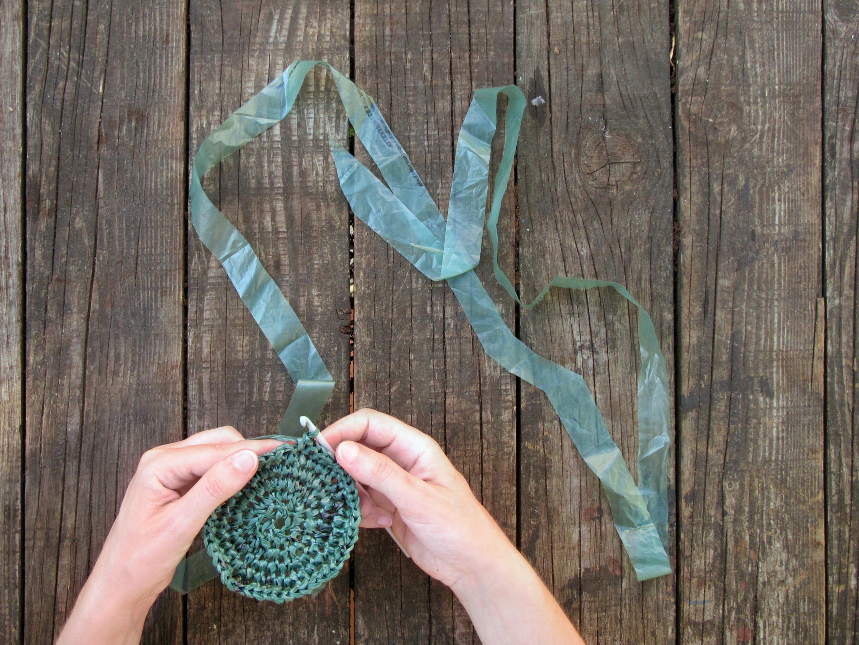 Le célèbre Tuto : créez une corbeille en recyclant vos sacs plastiques #CC_01