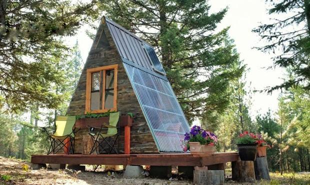 Venez d couvrir une petite maison durable et triangulaire for Decouvrir maison