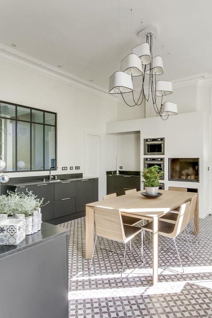 cuisine moderne noire avec sol en carreaux de ciment 6005392 des id es. Black Bedroom Furniture Sets. Home Design Ideas