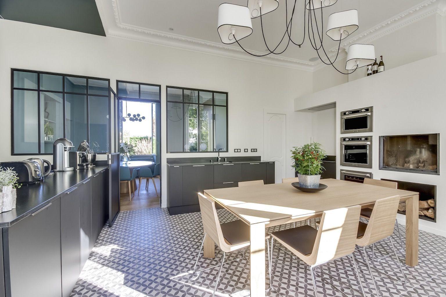 avant apr s l 39 blouissante transformation d 39 une chartreuse en maison familiale l gante. Black Bedroom Furniture Sets. Home Design Ideas