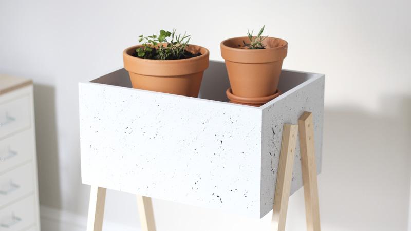 tuto fabriquez une ravissante jardini re sur pieds des id es. Black Bedroom Furniture Sets. Home Design Ideas