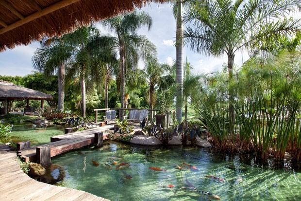 Br sil d couvrez une charmante maison campinas au bord for Como construir un lago artificial