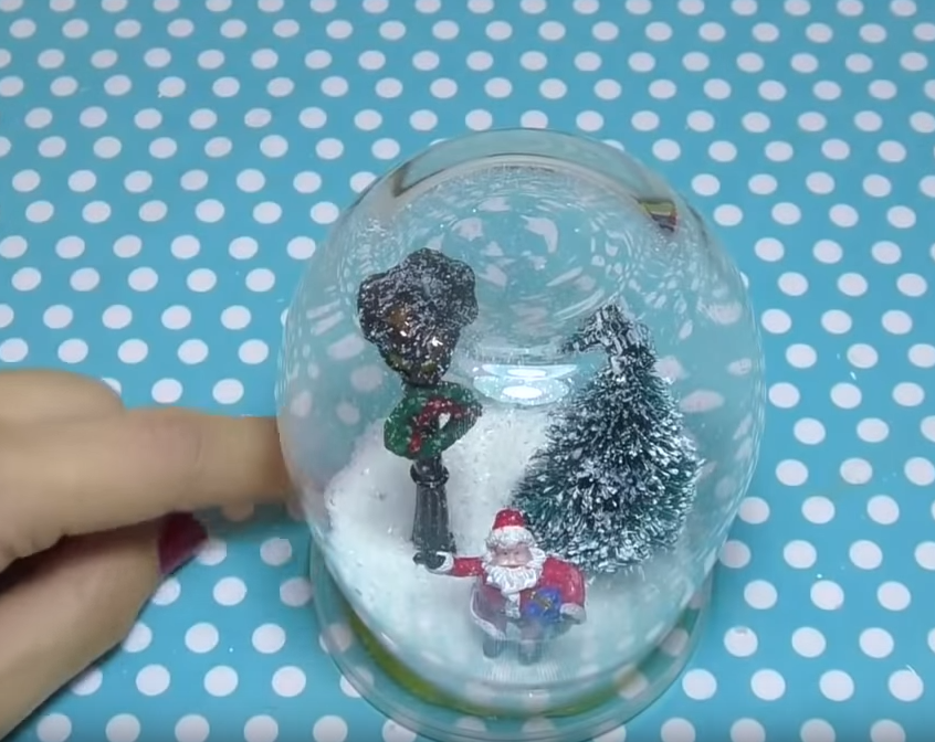 Cloche en verre de Noël