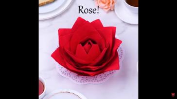 serviette en forme de rose
