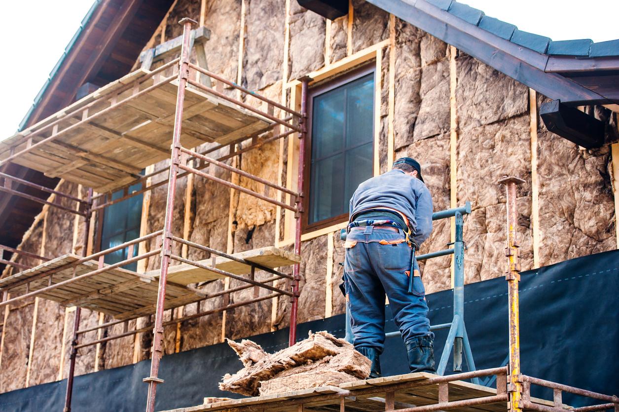 travaux d'isolation extérieur sur une maison